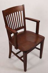 стул деревянный с подлокотниками Тавгер
