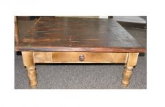 журнальный столик из дерева Сейнтлар