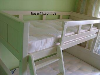 двухъярусная кровать Зовюжицем из дерева